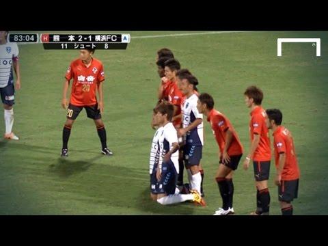 Un tiro libre muy particular en una liga de fútbol japonesa