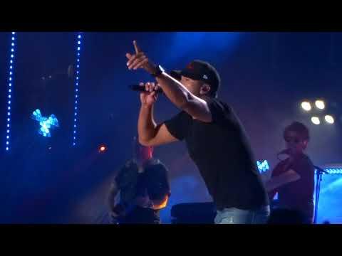 "Luke Bryan sings ""Sunrise, Sunburn, Sunset"" live at CMA Fest"