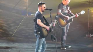 "Eric Church performing ""These Boots"""