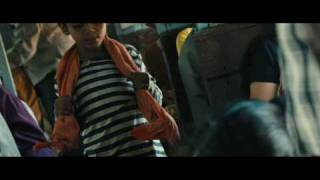 Slumdog Millionaire Film Clip - The Boys On A Train