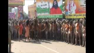 Смотреть онлайн Как в Индии проходит фестиваль Кумбха-Мела