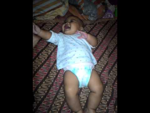Video Bayi Lucu Nggemesin, Bayi Tertawa Riang Bikin Senyum Senyum Sendiri