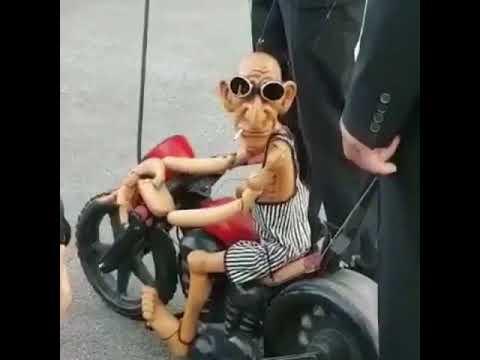 Lihat Ada Boneka Kayu Bisa Naek Motor, Lucu. Warganet Bilang 'Ko Mirip Yaa...'