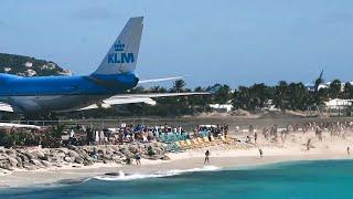 Samolot zdmuchnął ludzi na plaży