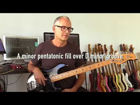 A minor pentatonic bass fill over D minor groove, How to play