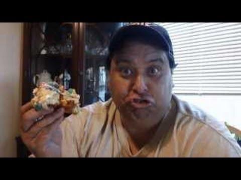 Psycho Donut's CAP'N CRUNCHBERRIES DONUT REVIEW!