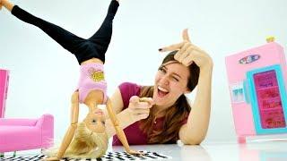 Barbie muñeca hace deporte. Vídeos para niñas.
