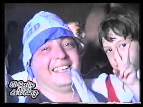 """""""1994. VÉLEZ CAMPEÓN DEL MUNDO. HINCHAS MIRANDO EL PARTIDO EN EL CLUB Y FESTEJANDO EN EL ESTADIO"""" Barra: La Pandilla de Liniers • Club: Vélez Sarsfield • País: Argentina"""
