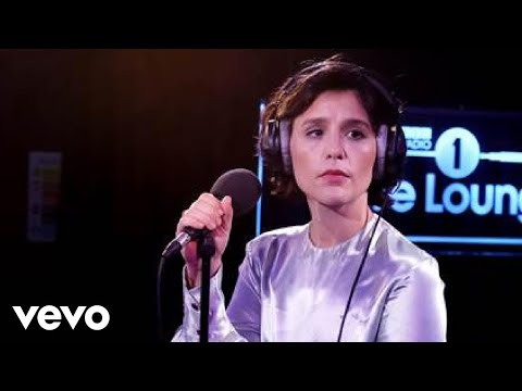 Jessie Ware - Alone in the Live Lounge
