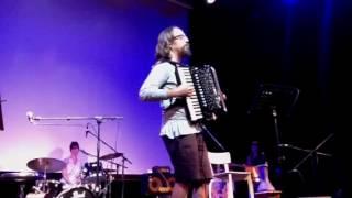 Anti Shefa: Assaf Talmudi, accordion solo.