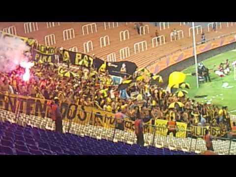 """""""Hinchada de Peñarol vs Godoy Cruz/// Copa Libertadores 2012"""" Barra: Barra Amsterdam • Club: Peñarol"""