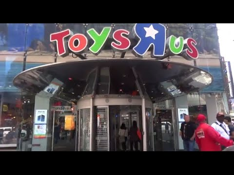 TOY HUNT - Toys R Us World NYC Flagship store review / tour