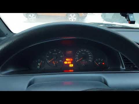 Die Jacke des Fahrers riecht nach dem Benzin das Gedicht