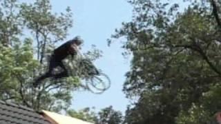 preview picture of video 'Wetten, dass..?  aus Nürnberg:  BMX Sprung über WeberHaus'