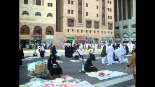 preview picture of video 'Market in front of Nabawi Mosque Medina.avi'
