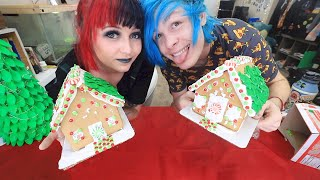 Building gingerbread houses with Robby // Christmas Craft Off
