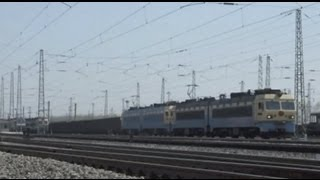 preview picture of video '[China Railway]Daqin Line SS4 Freight Train 大秦線SS4牽引貨物列車茶坞発車'