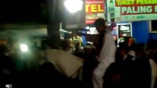 preview picture of video 'Kang H. Dedi Mulyadi naik kuda putih (purwakarta SAHATE)'