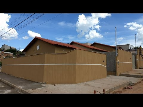 Casa com área sem parede de meia em São Joaquim de Bicas