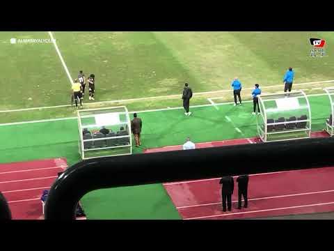 تحية جماهير الزمالك لعبدالله جمعة بعد تبديله في مباراته أمام المصري