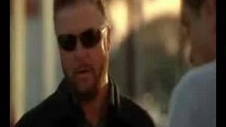 Grissom questionne un vendeur (VO)