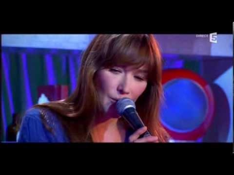 Carla Bruni - On serait seuls au Monde (live France 5 TV) HQ