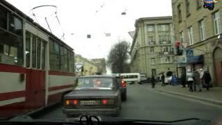 Левый поворот с трамваем