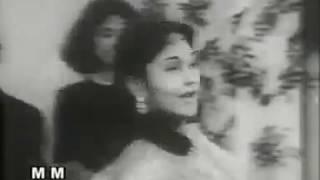 aayi zindagi ki raat chhodi kal pe kal ki baat - YouTube