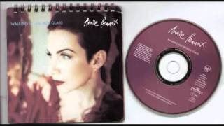 Annie Lennox Walking on broken glass (acoustic version)