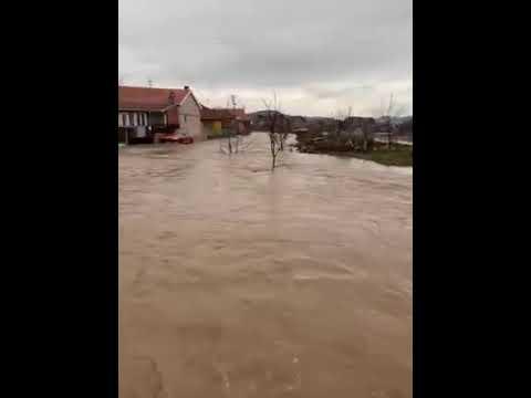 U naselju Rogoz u Pirotu voda ušla u nekoliko dvorišta, u gradu bez problema
