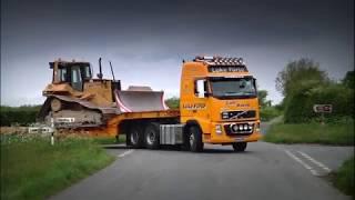 KEEP 'ER LIT   Luke Furse | Transporting CAT Dozer With Volvo FH16 660