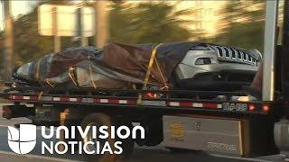 Extraen dos de los autos atrapados bajo el puente de Miami, quedan cuatro bajo los escombros