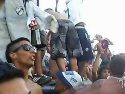 """""""Fiesta azul y blanca Indios Kilmes en la bombonera"""" Barra: Indios Kilmes • Club: Quilmes • País: Argentina"""