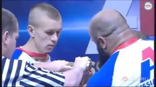 Смотреть онлайн Парень 70 кг победил кавказца в армрестлинге
