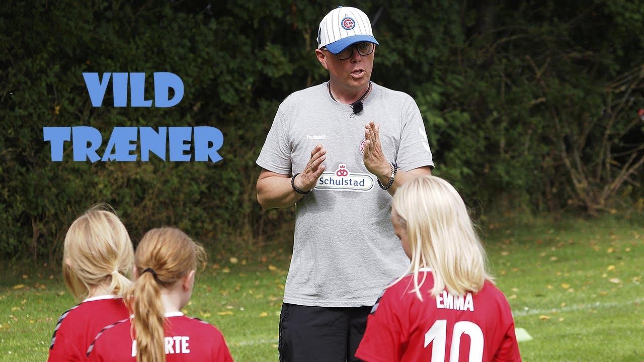 Klaus er måske Danmarks mest ivrige fodboldtræner
