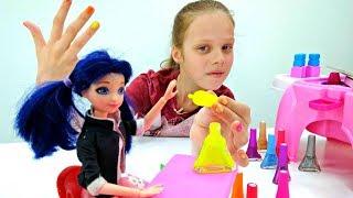 Видео для девочек. Маринетт и Хлоя учатся делать маникюр!