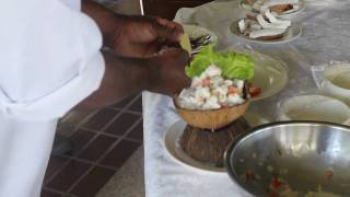 preview picture of video 'Chef Peniasi shows how to make kokoda'