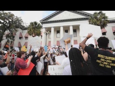 La Cámara baja de Florida aprueba una ley que busca restringir la compra de armas