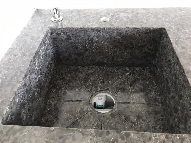 Прямая столешница и интегрированная раковина из кварца Vicostone Titanium                         Brown BQ9360