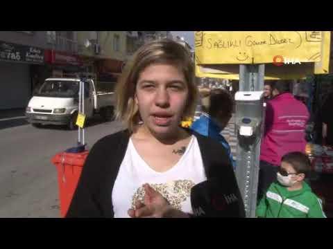 İzmir'de cadde üzerine ücretsiz el dezenfektanı koydular