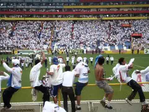 """""""ALIANZA F.C vs FAS (Entrada)  FINAL 2011"""" Barra: La Ultra Blanca y Barra Brava 96 • Club: Alianza"""