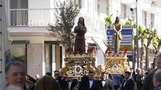 Il passaggio della processione dei 'Misteri' davanti Palazzo Gentile e per la tradizionale sosta della Via Crucis