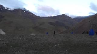 preview picture of video 'Día 9, amanece, TREKKING DEL VALLE DEL MARKHA Y STOK KANGRI 6.148 (Pequeño Tibet) India'