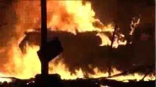 повстанці знищують БТР на Майдані (18.02.2014)