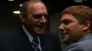 """""""Przeciwko mafii""""-Po wyjściu na wolność Sammy Gravano wstępuje w szeregi mafii. Zostaje współpracownikiem Johna Gottiego – szefa najpotężniejszej w Nowym Jorku rodziny mafijnej……."""