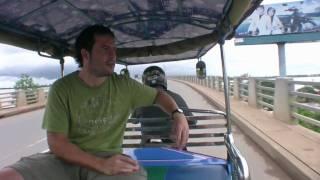 preview picture of video 'Viaje a Camboya 15 - Cruzando el primer puente que cruza el Mekong en Camboya'