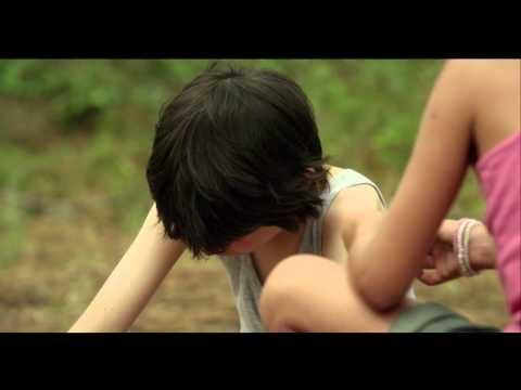 The Swimming Trunks / Le Maillot de bain (2013) - Trailer English Subs