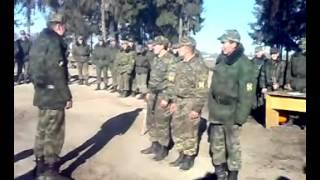 Смотреть онлайн Армейский прикол - солдат с юмором читает стих