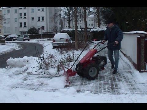 Schnee räumen mit einem Einachser der Fa. Köppl, wet snow clearing with a walk-behind tractor