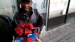 CHRISTMAS GIFTS FOR THE HOMELESS
